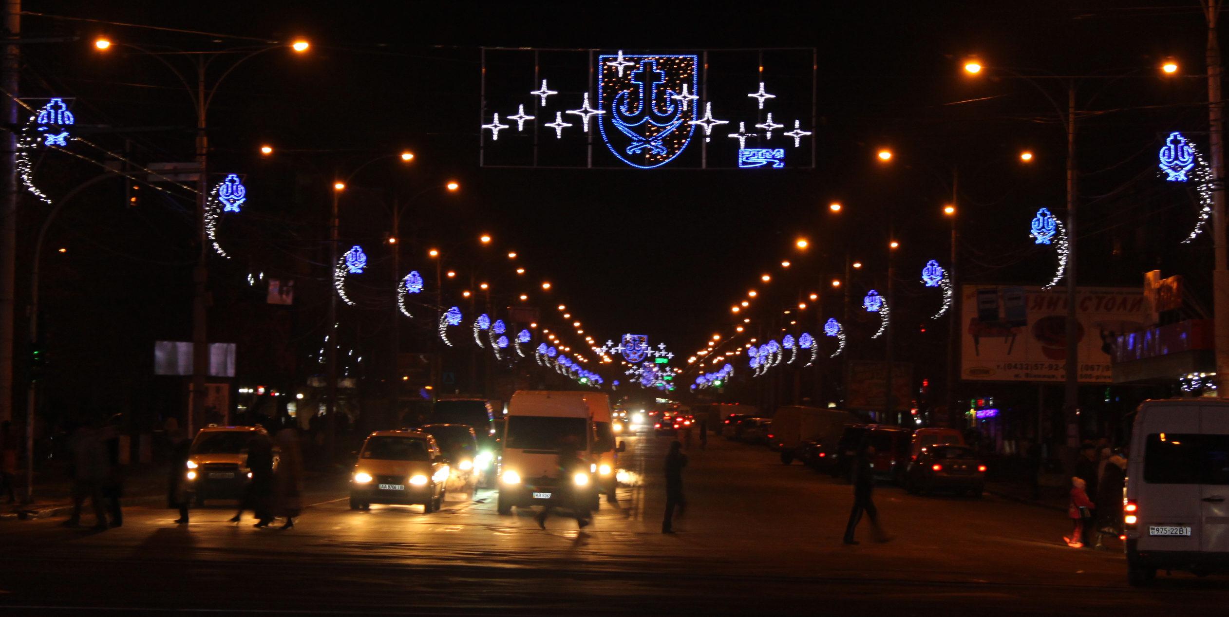 До свят Вінниця засяє кольорами міського прапору: у місті замінять ілюмінацію