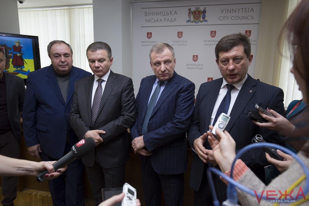 «Сесія – як весілля»: парламентарі в міськраді хвалили вінницьких депутатів, а ті – нардепів-вінничан