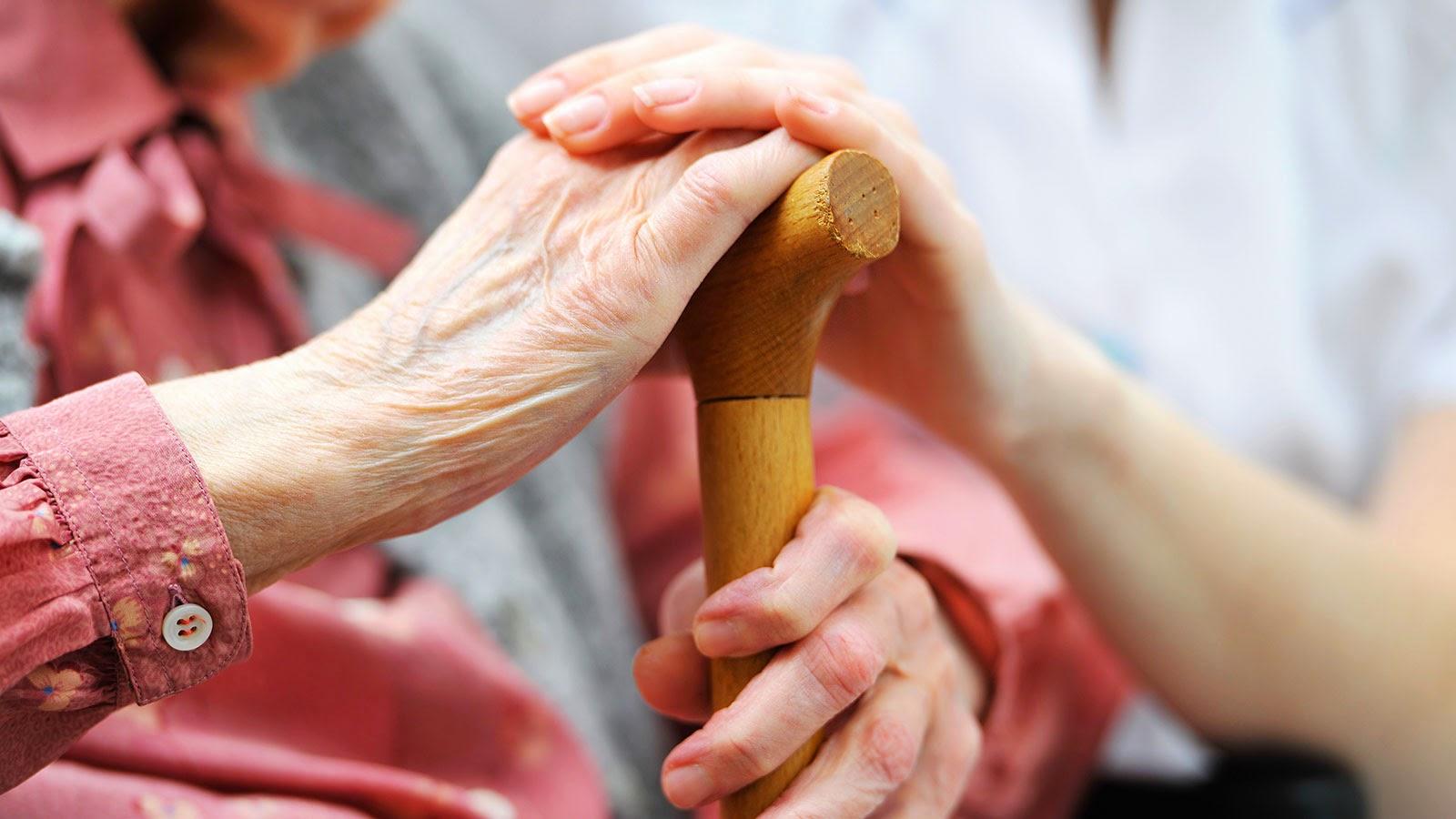 День спонтанної доброти: вінничани збиратимуть солодощі для стареньких
