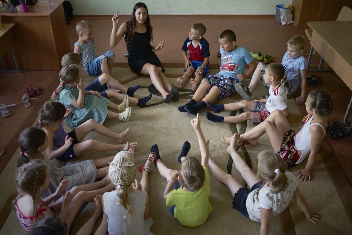 Вінницьких школярів безкоштовно вчитимуть англійської волонтери із 40 країн