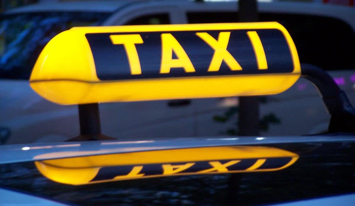 Дерусифікація таксі у Вінниці: активісти вимагають у перевізників поважати мову