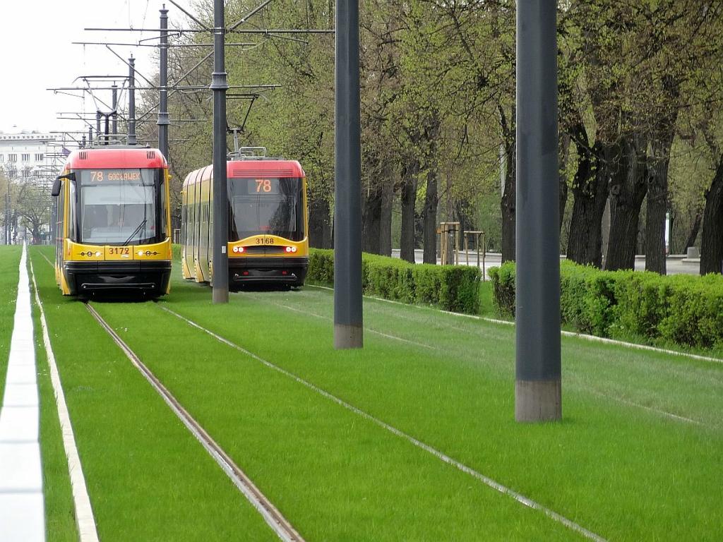 """Мерія відповіла чи будуть у Вінниці """"зелені"""" трамвайні колії, як у Варшаві"""
