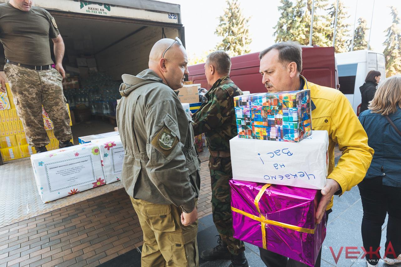 Траву та пиріжки відправили бійцям вінницькі волонтери. ФОТО