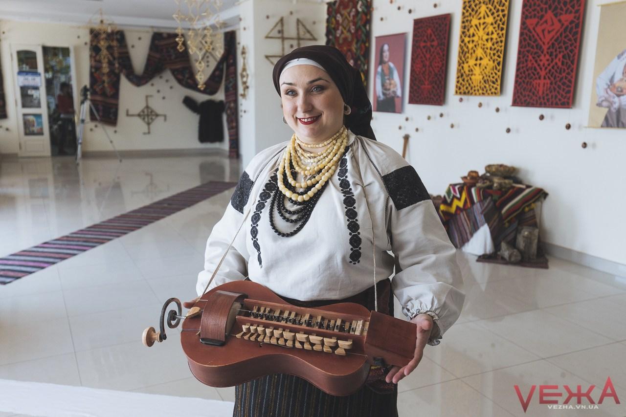 Співачка та фольклористка Юлія Васюк запрошує на безкоштовний концерт у філармонію