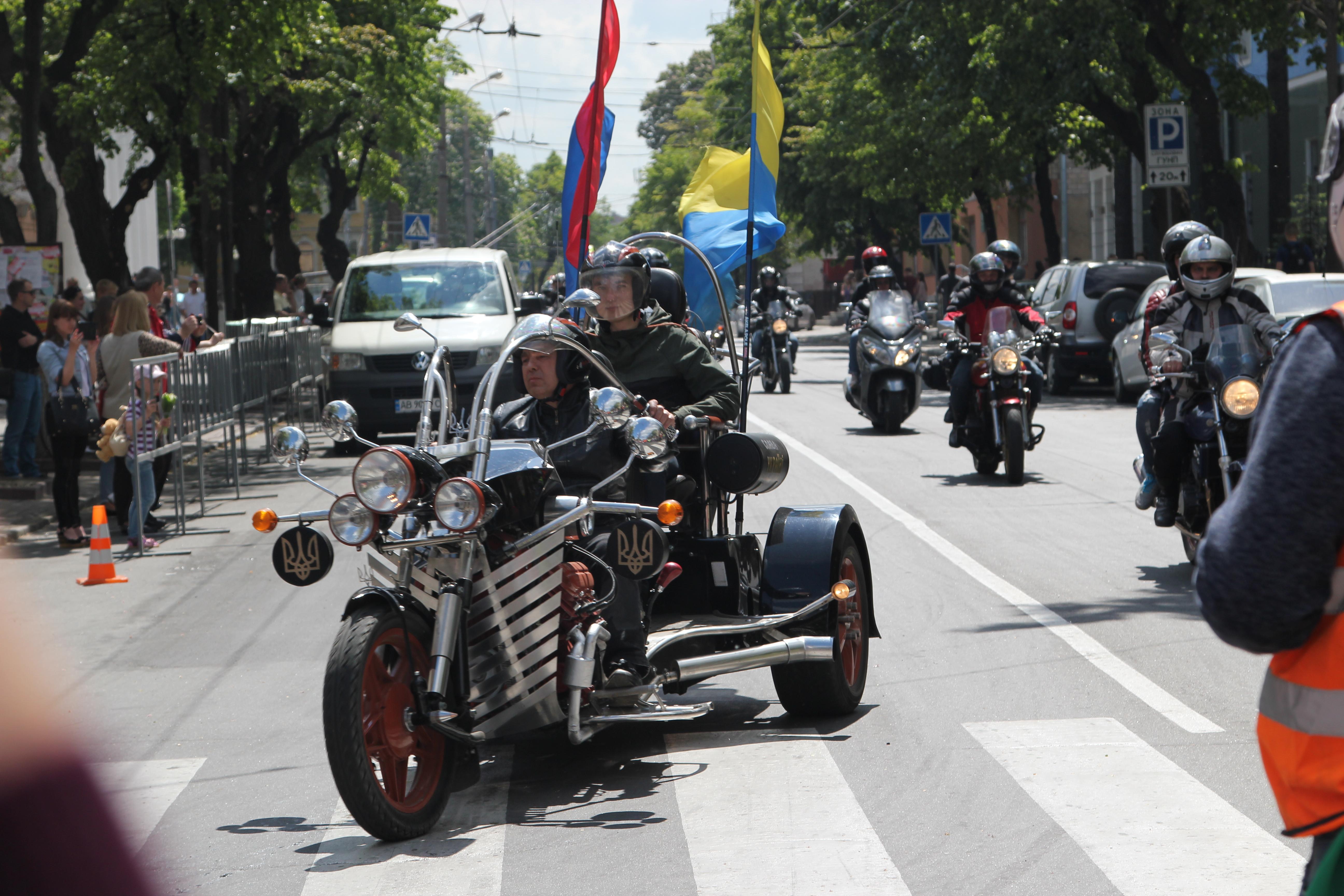 Колона на 18 кілометрів: вінницькі байкери на День Європи влаштували «Загул»
