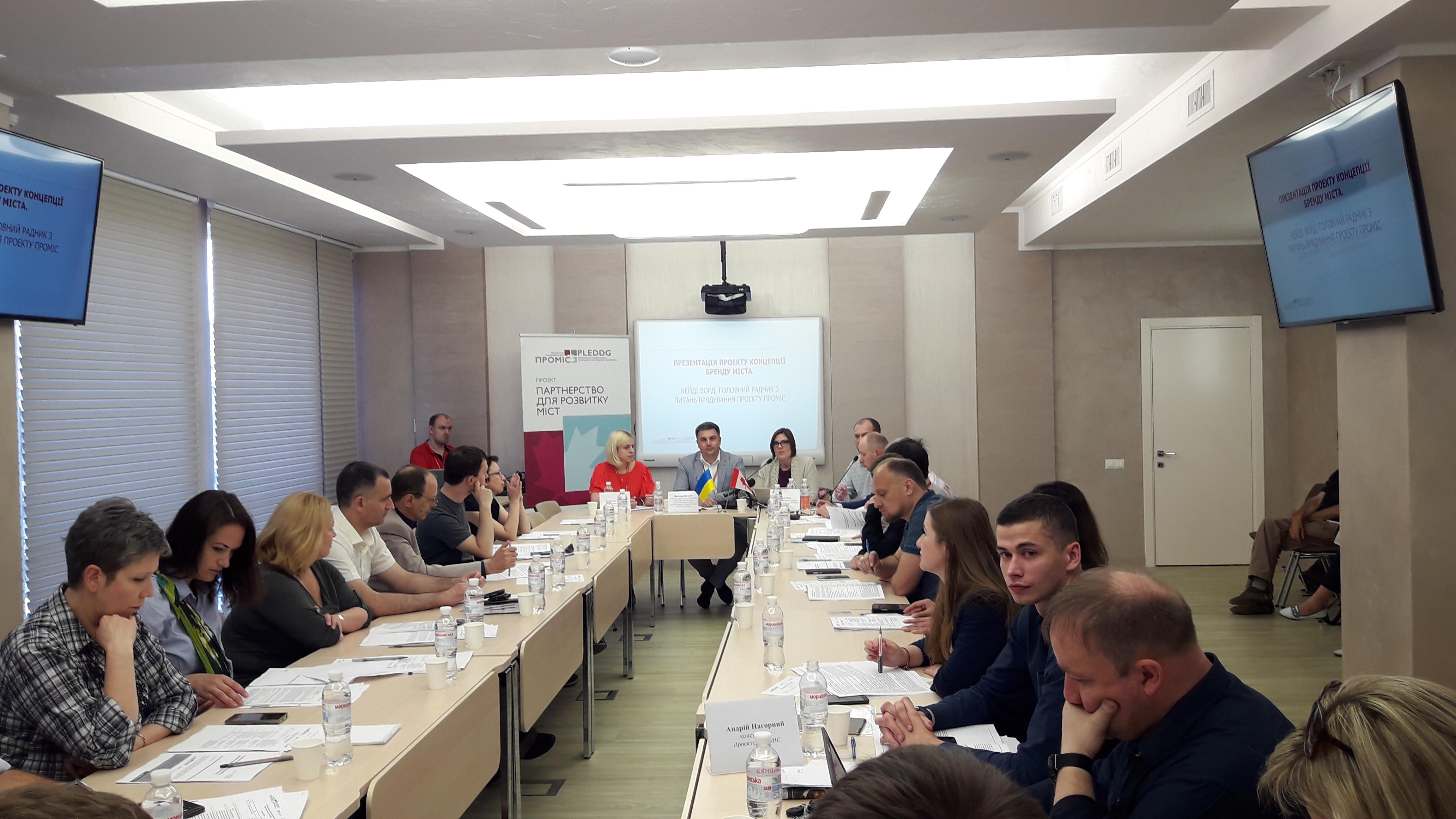 «Є Київ і Львів, а все що між ним – це має бути Вінниця»: експерти продовжують розробляти маркетинг-стратегію міста