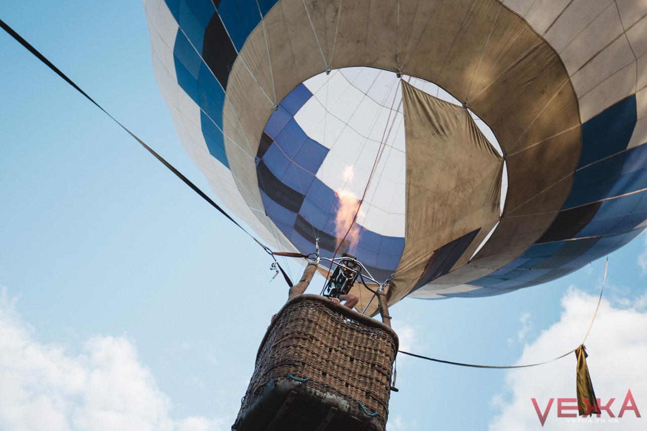 Хорошого потрошку: як над вінницьким парком кольорові люди літали у повітряній кулі
