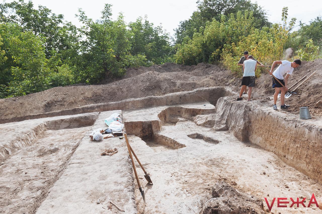 Вінниця може стати древнішою на століття: на Замковій горі розкопали кераміку золотоординського періоду. ФОТО