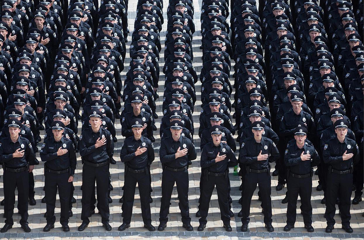 """Вінниця шукає ще 150 """"копів"""": триває набір у дорожню поліцію"""