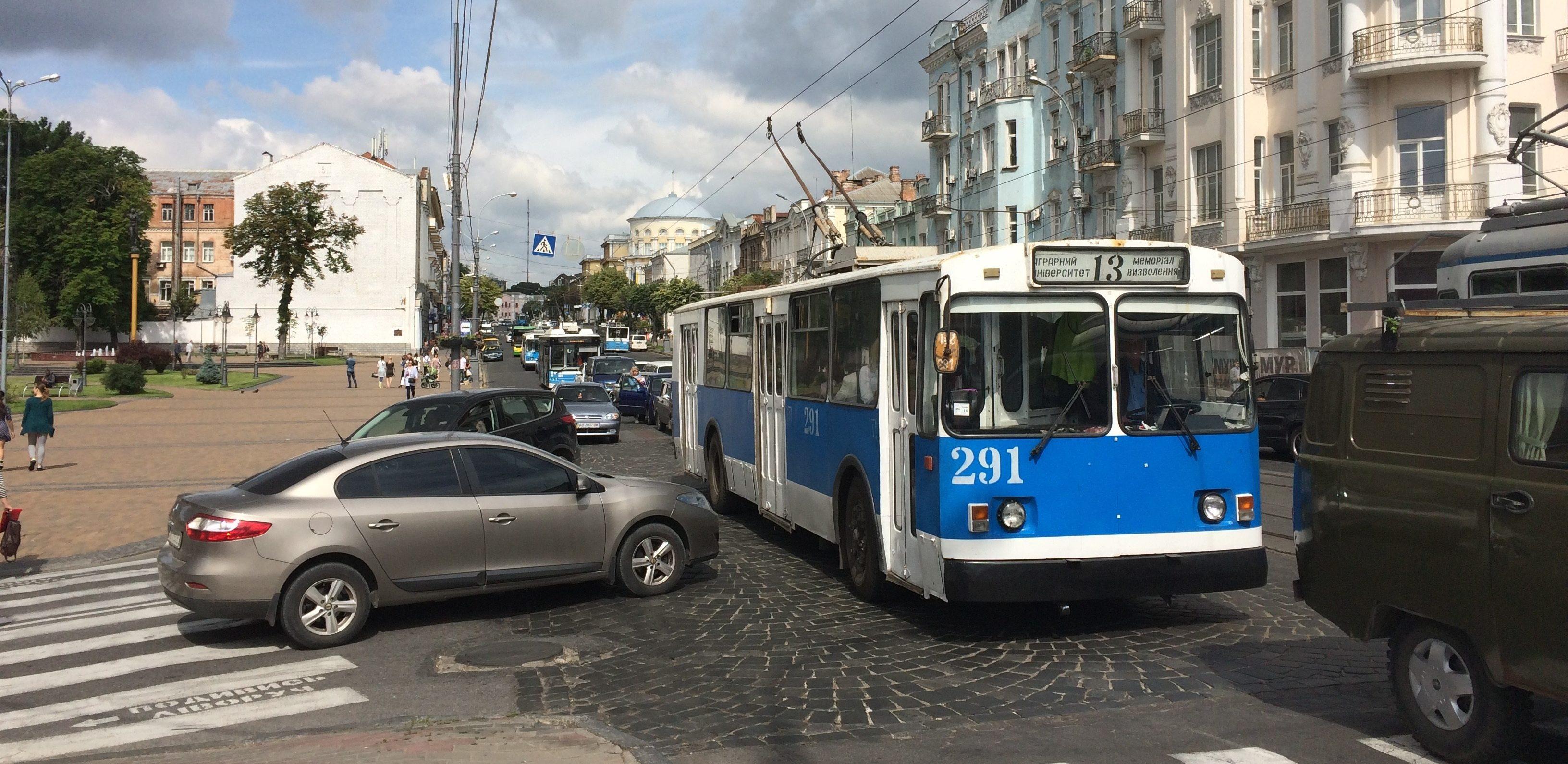 Сім маршруток та один тролейбус у Вінниці їздять по-новому: перелік та нові маршрути руху