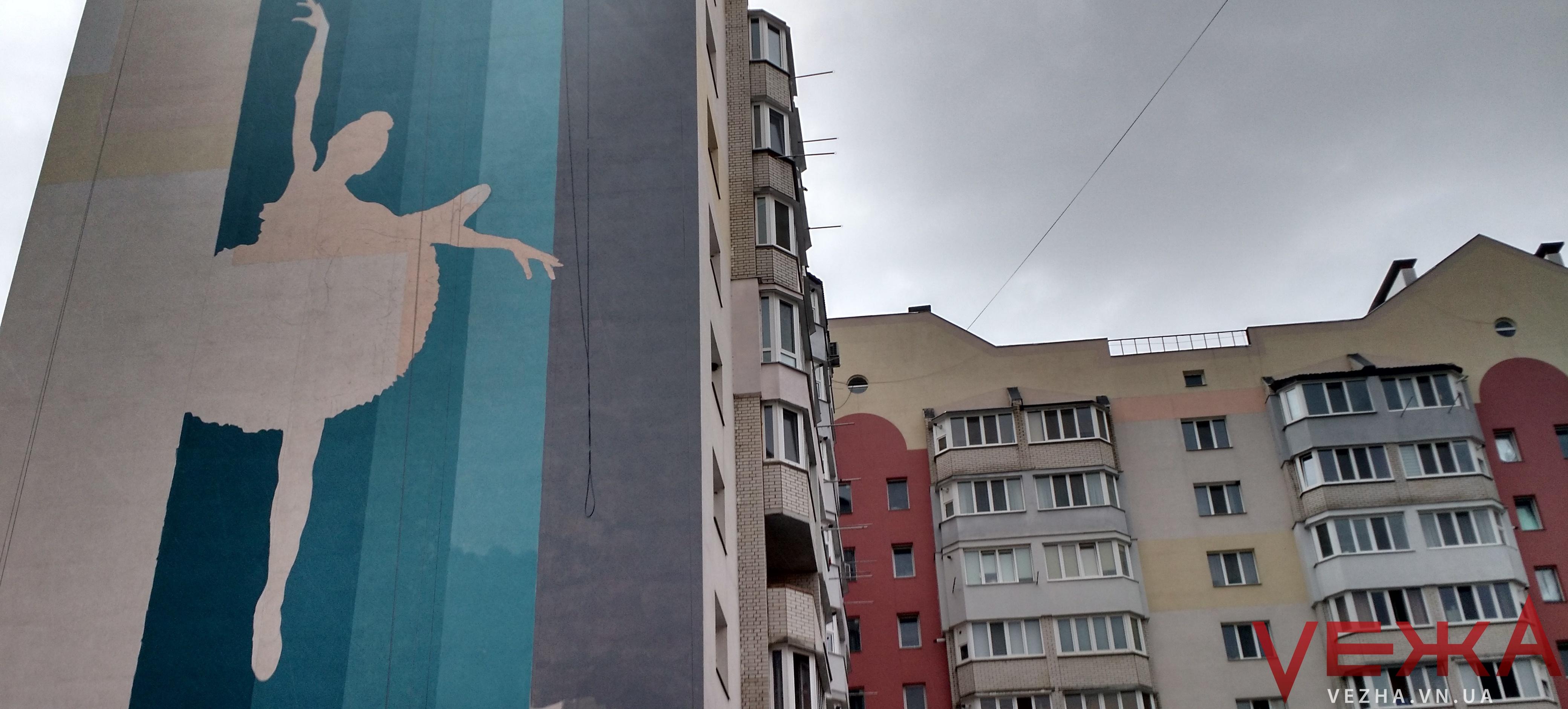Мурали проти погоди: чи встигнуть прикрасити Вінницю до Дня міста