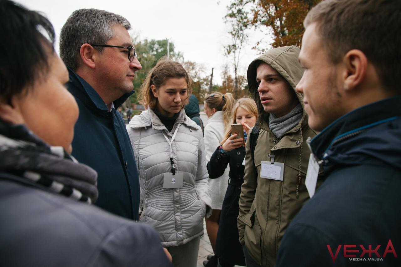 У Вінниці зустрілися «Президент України» та «Ілон Маск», аби обговорити «соціалку» вінничан