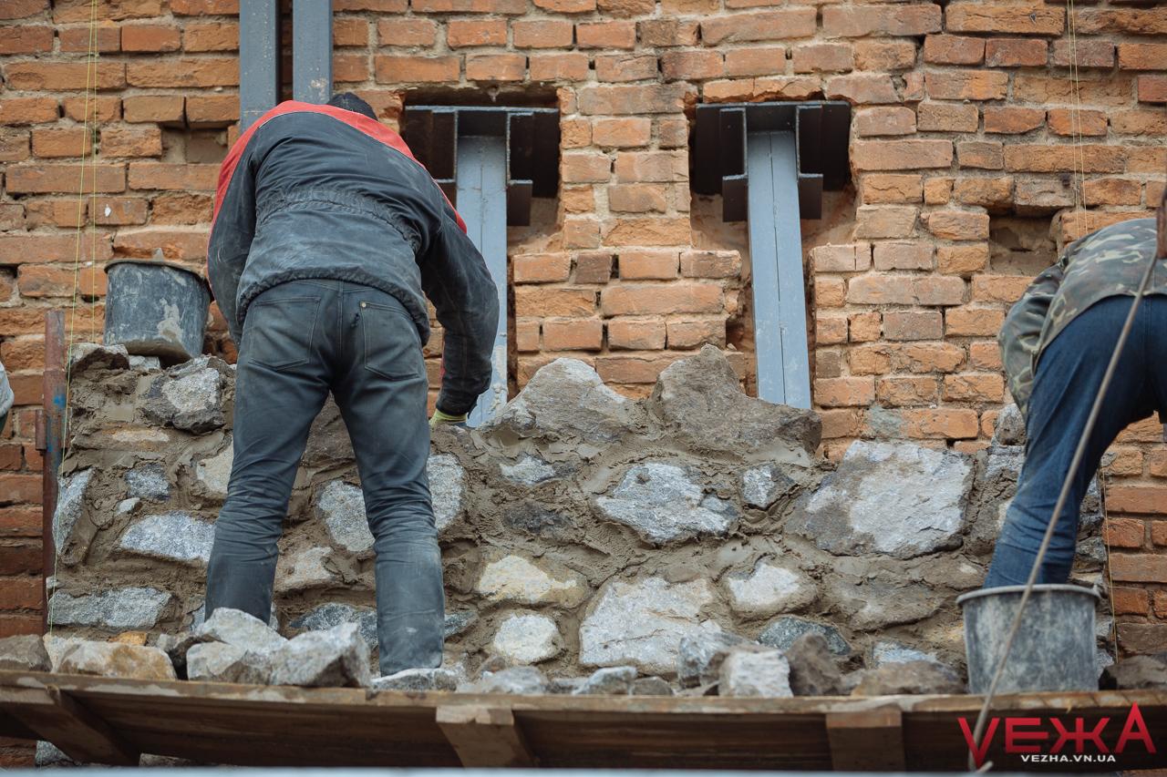 Вінницькі мури почали укріплювати контрфорсами. ФОТО