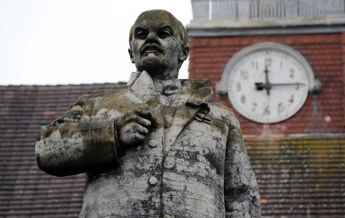 Кобзарі й тризуби замість вождів: хто зайняв місце Леніна на постаментах Вінниччини. ОГЛЯД