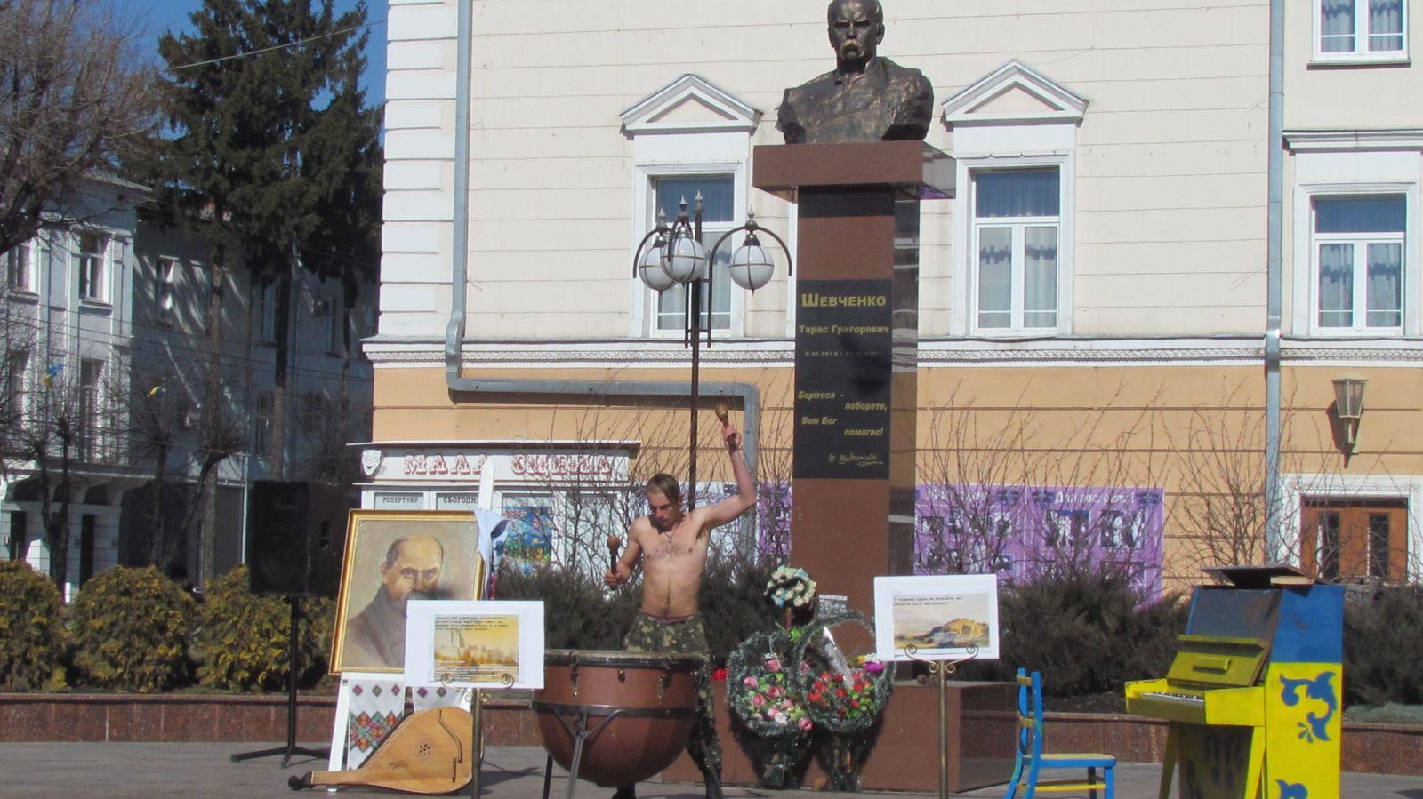 36 обласних депутатів вимагають позачергову сесію щодо пам'ятника Небесній сотні у Вінниці