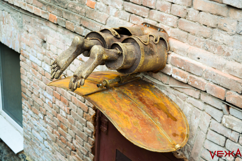 Розділений Діоген: у Вінниці з'явилась нова металева скульптура