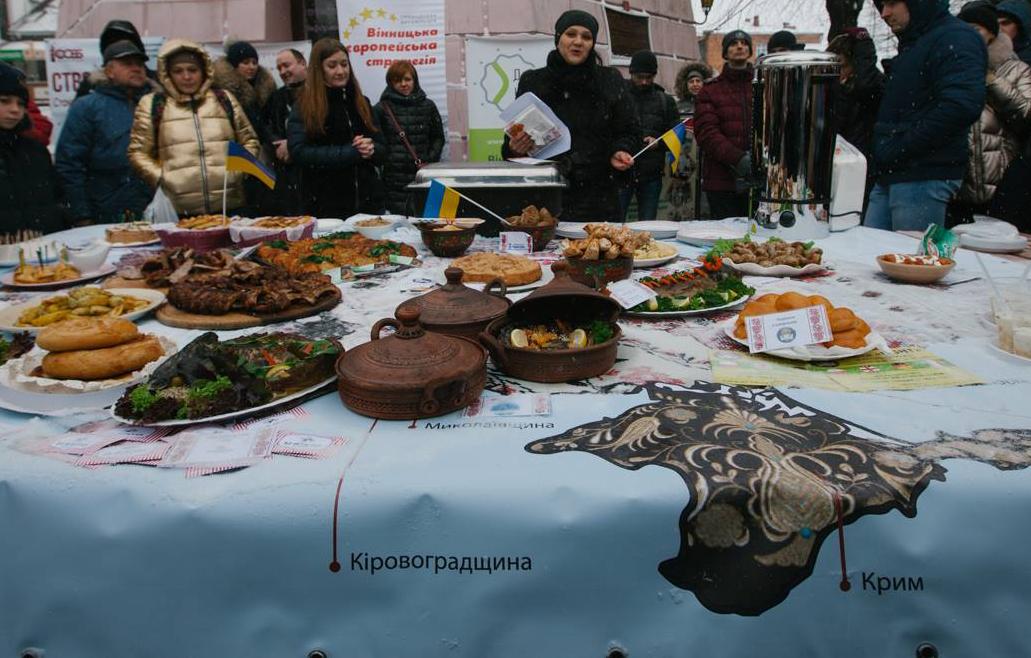 Їжа нас єднає: у Вінниці біля Вежі показали Гастроєдність України. ФОТОРЕПОРТАЖ