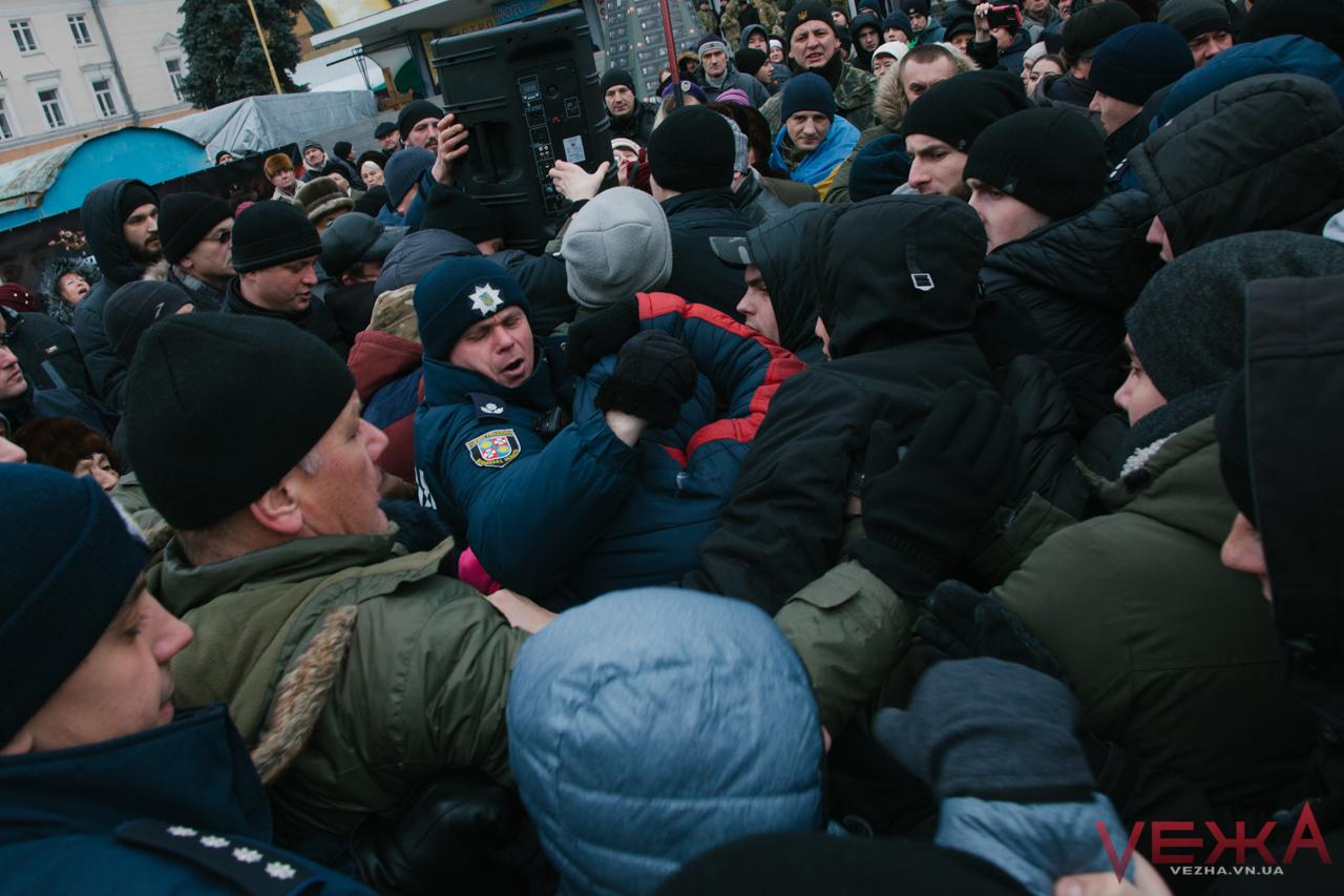 У Вінниці на мітингу сталися сутички, лунали антисемітські гасла та оголосили ультиматум. ФОТО, ВІДЕО