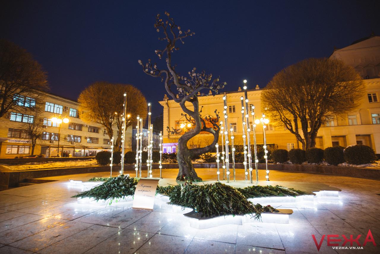 """""""Дерево свободи"""" на майдані Небесної сотні засвітилося. ФОТО"""