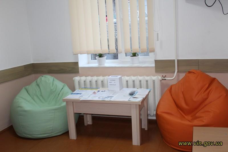 Кольорові пуфи та офтальмоскопи: на Вінниччині дитсадок перетворили на амбулаторію. ФОТО