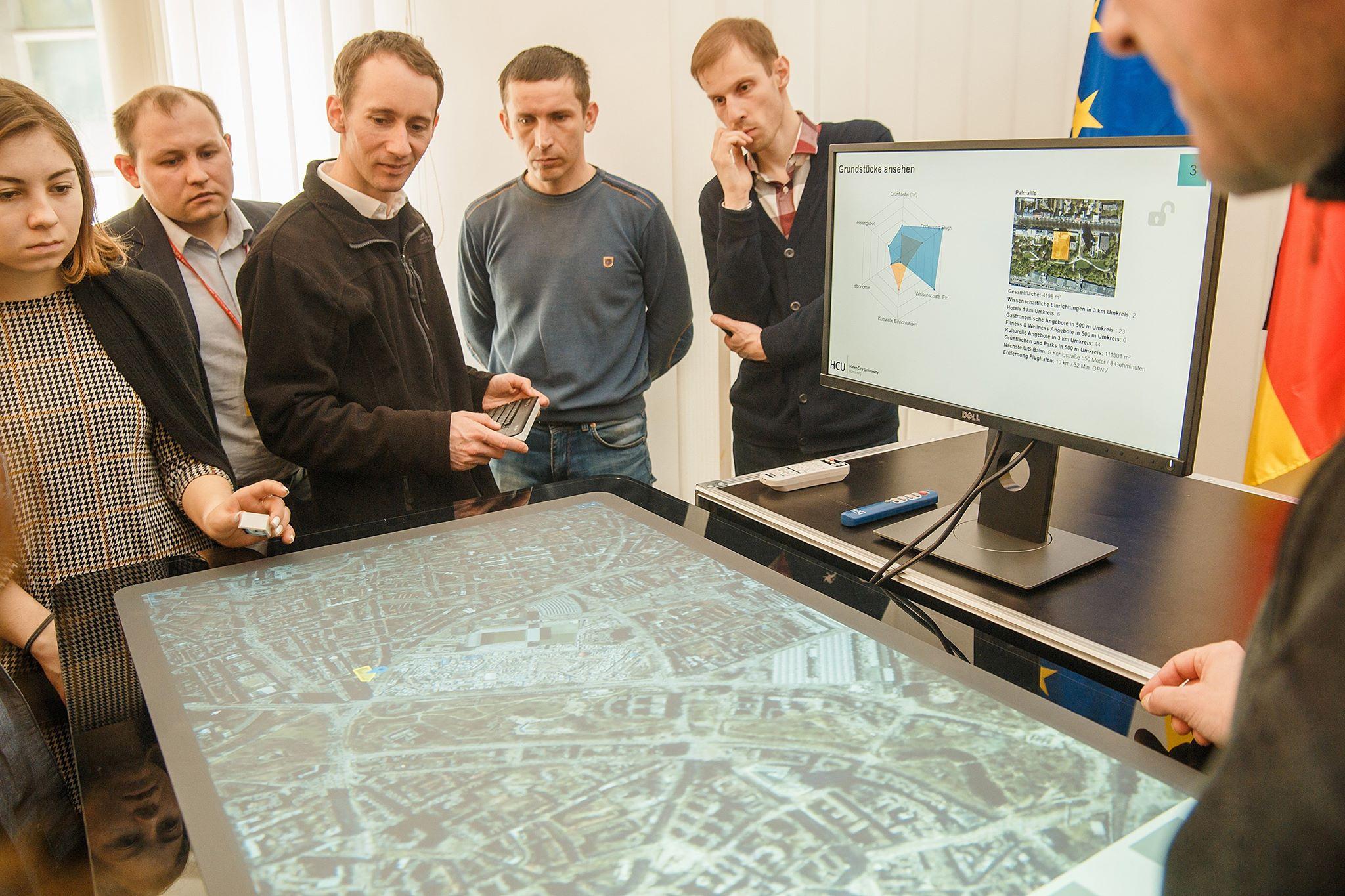 Ділянку під будівництво обере штучний інтелект: у Вінниці презентували City Scopes. ФОТО