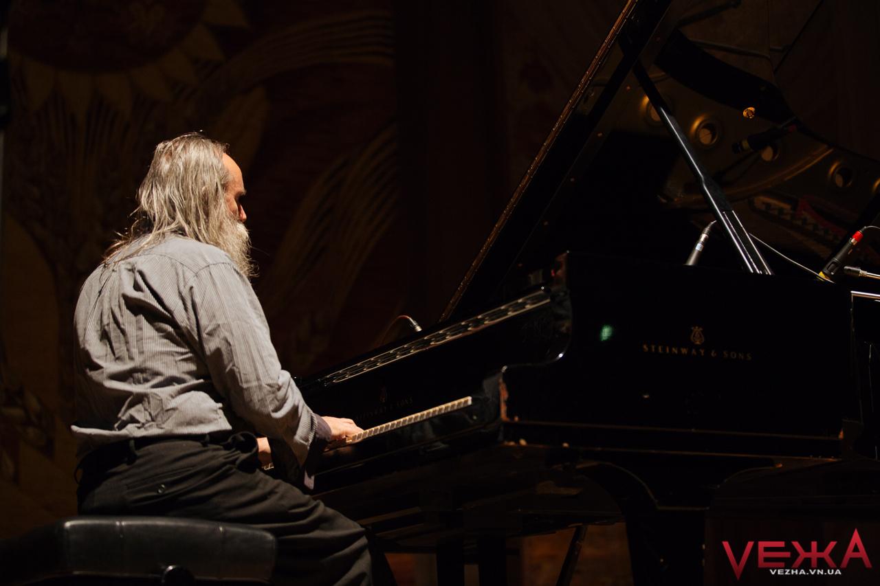 Найшвидший піаніст світу Любомир Мельник знову їде до Вінниці
