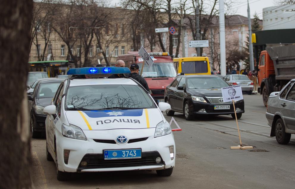 Автоактивісти Вінниці змусили комунальників екстрено усувати ями на дорогах. ФОТО, ВІДЕО