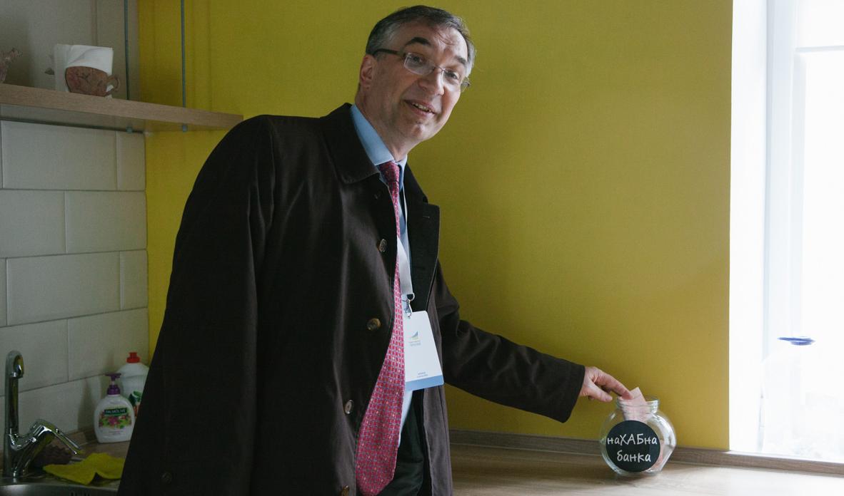 Посол Канади завітав у вінницький хаб та зробив пожертву в «наХАБну банку». ФОТО