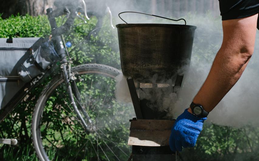 Вінницькі велосипедисти привезли «пічку-ракету» на фестиваль їжі та зварили борщ. ФОТОРЕПОРТАЖ