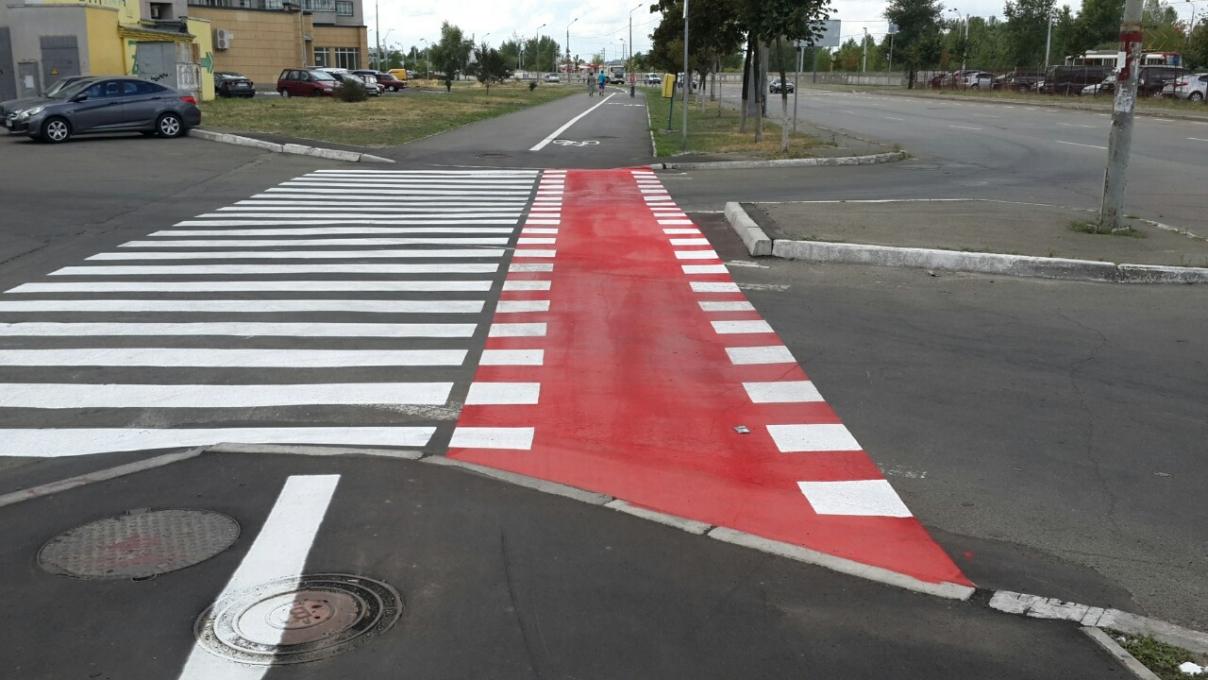 У Вінниці відновлюють та наносять розмітку велопереїздів на основних веломаршрутах міста