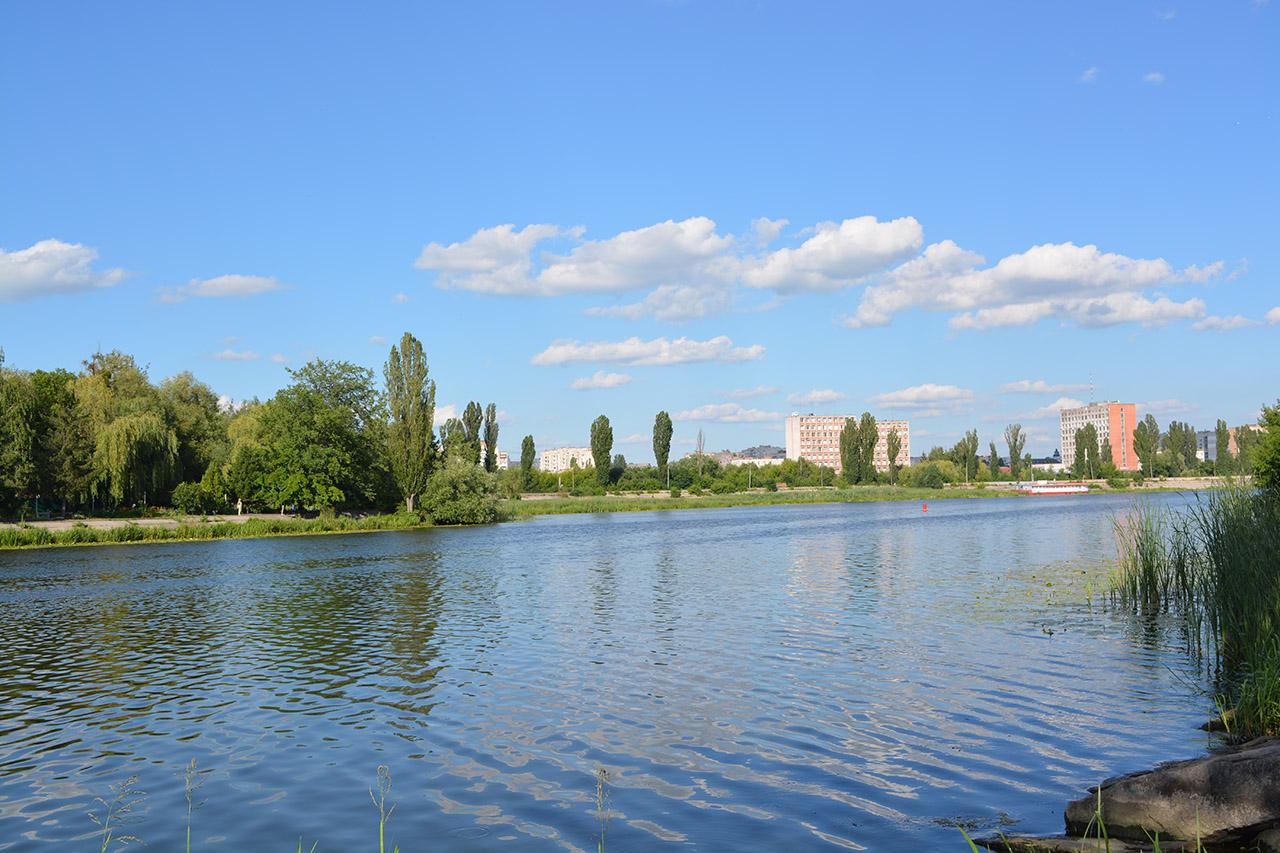 Буг в нормі: екологи перевірили якість води в головній річці Поділля