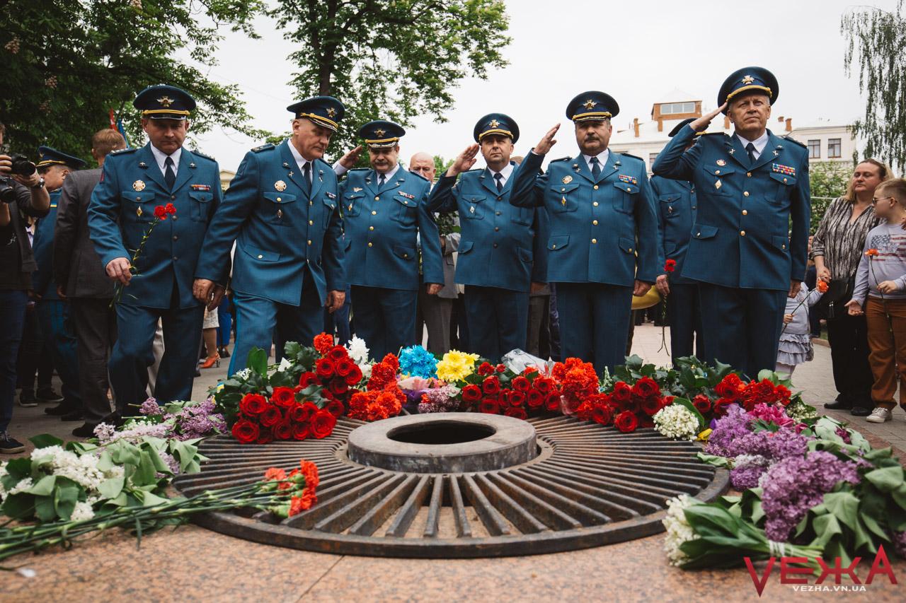 День перемоги над нацизмом у Вінниці відзначають масово і без провокацій. ФОТОРЕПОРТАЖ