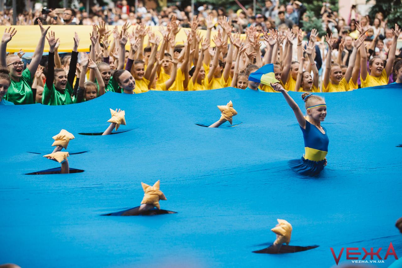 """""""Небо Європи"""": у Вінниці встановили рекорд України з наймасовішого танцю. ФОТОРЕПОРТАЖ"""