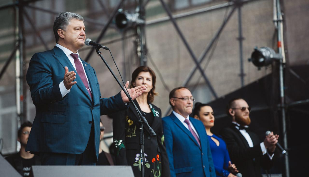Порошенко у Вінниці заявив, що відкликає всіх українських представників з органів СНД. ФОТО