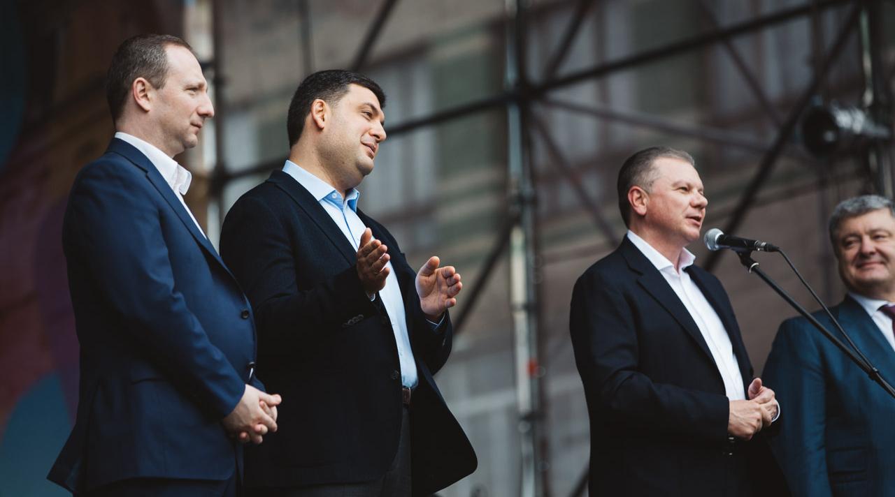 Гройсман показав, як робити гарну погоду, а Порошенко здивував заявою про СНД: про що говорили ТОП-чиновники у Вінниці. ФОТО