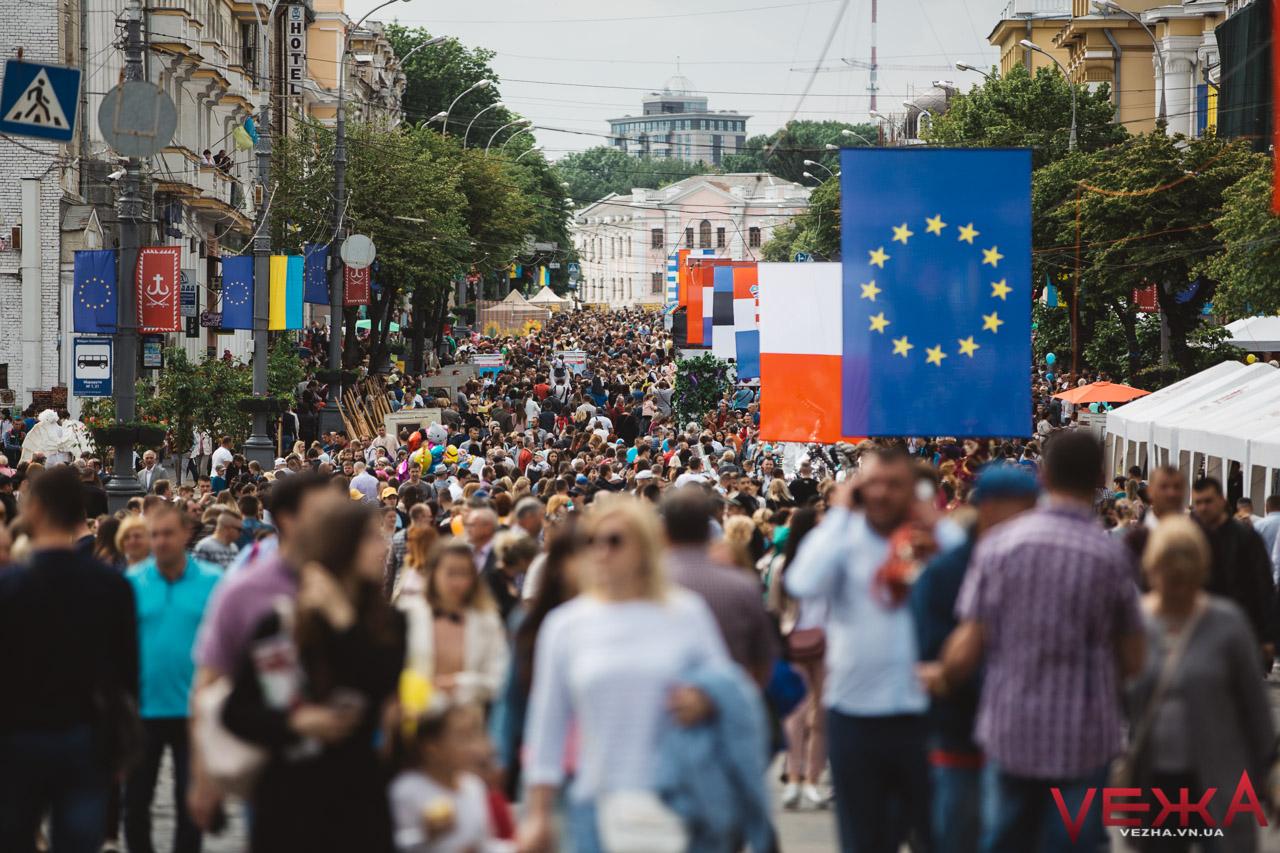 """""""Тимчасова Євростолиця"""": як у Вінниці люди з усієї країни святкують День Європи. ФОТОРЕПОРТАЖ"""