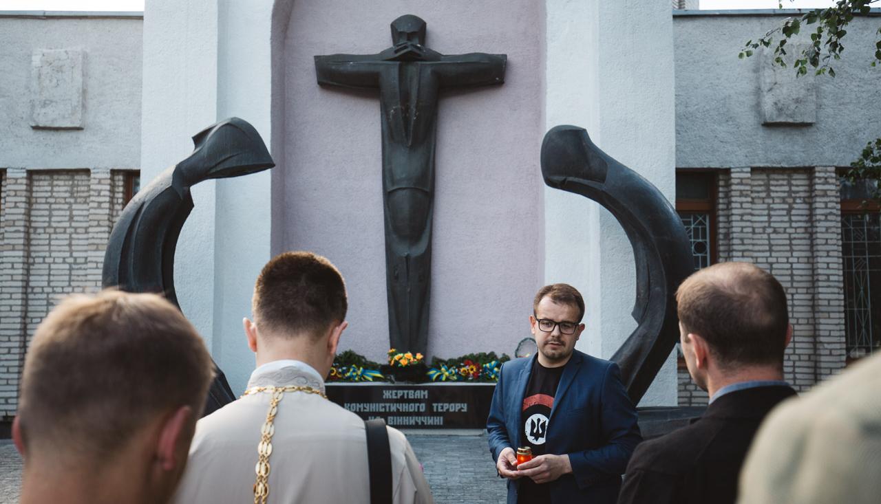 «Найбільший злочин терору в тому, що він знецінює смерть»: у Вінниці вшанували пам'ять жертв комуністичного терору. ФОТО