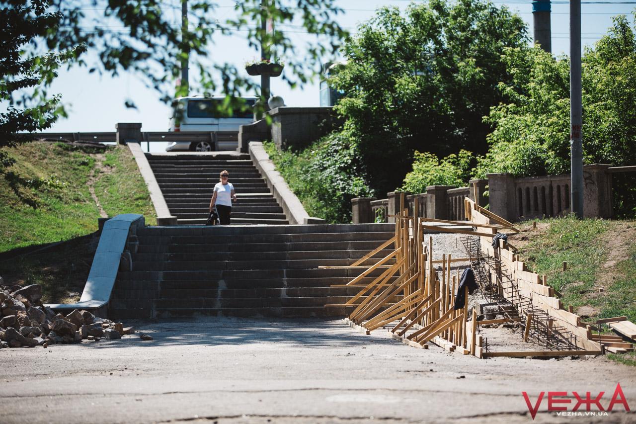 Біля Бугу відремонтували сходи та облаштовують пандус. ФОТО