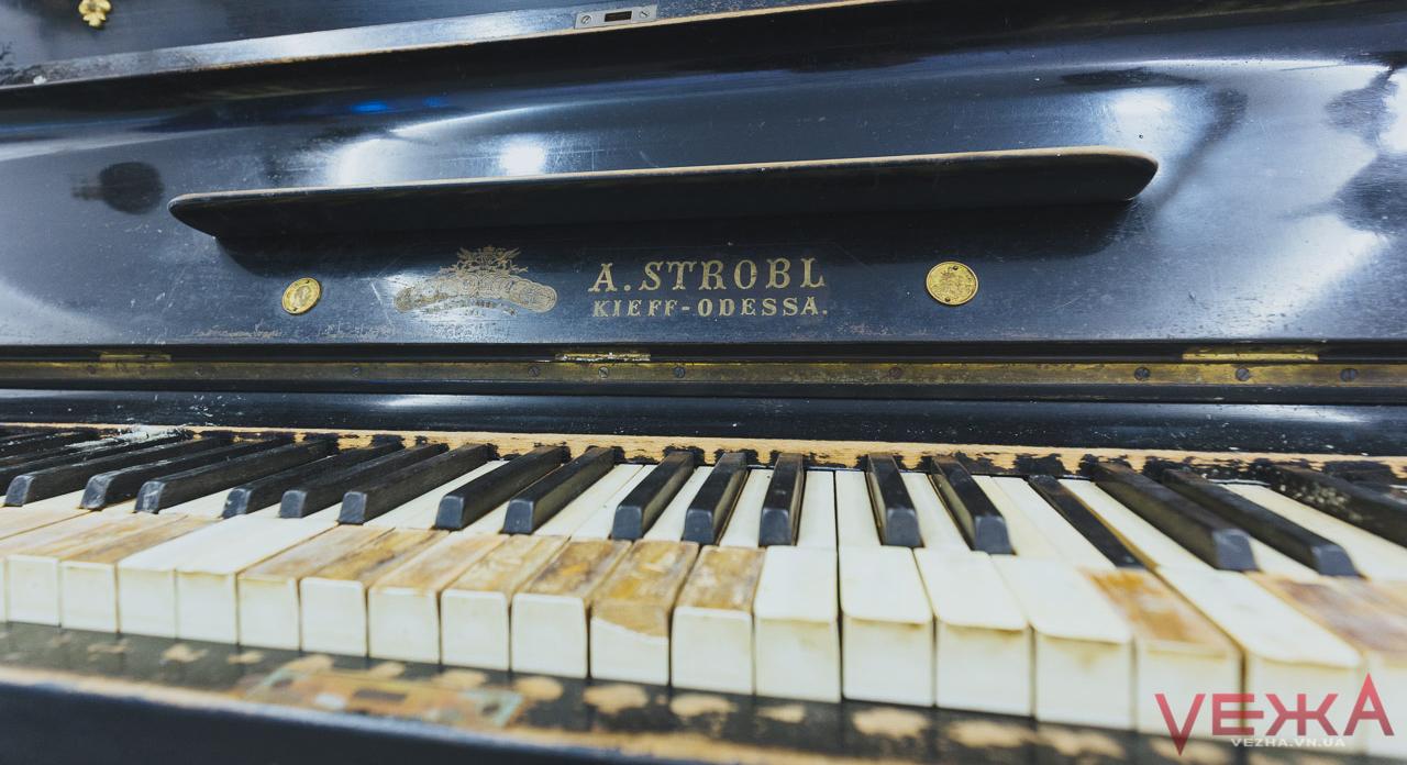 Піаніно Леонтовича помирає: легендарний інструмент їсть шашіль, музейники не можуть знайти реставраторів. ФОТО