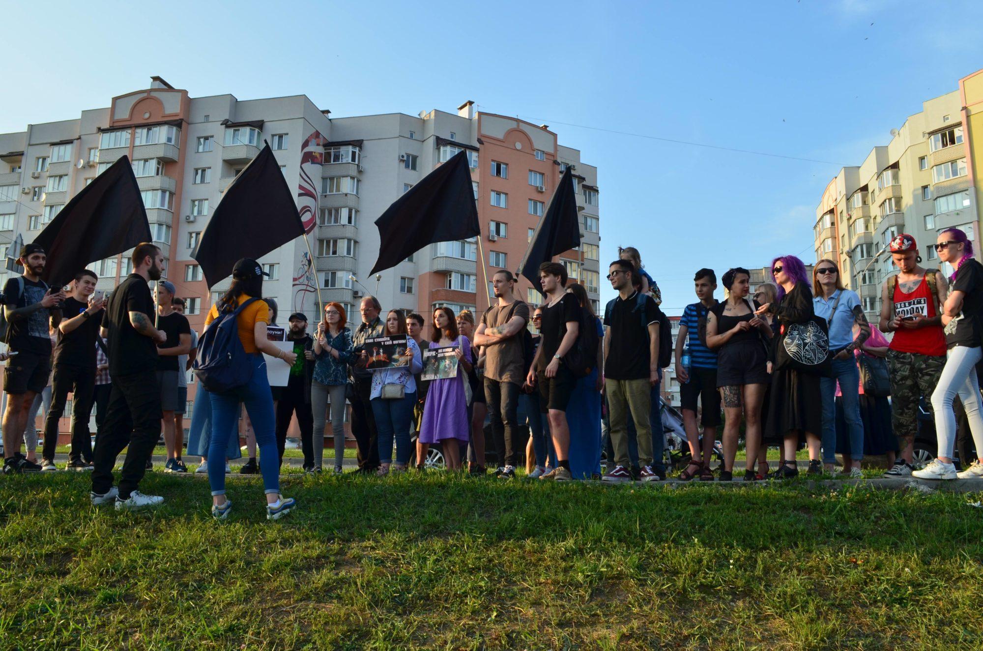 «Самі стрибайте у свій вогонь!»: у Вінниці відбувся протест проти цирку з тваринами. ФОТО