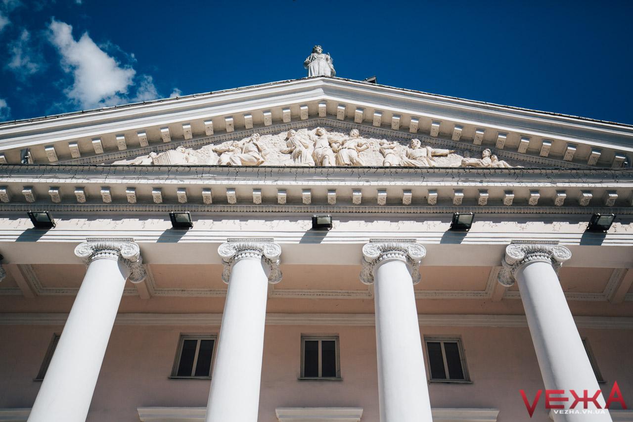 """""""Його сміливо можна перенести до будь-якої столиці"""": історія міського театру Вінниці"""