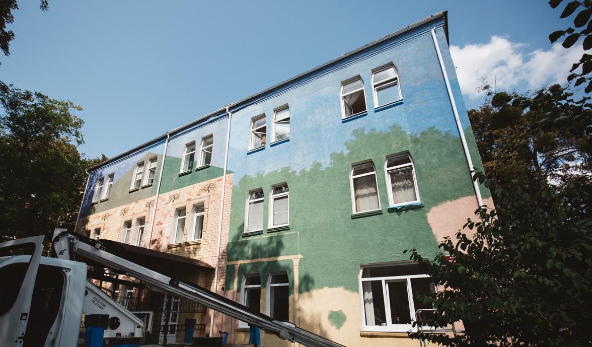 Садиба Стаховського і загублений артефакт: у Вінниці почали малювати третій мурал до Дня міста. ФОТО