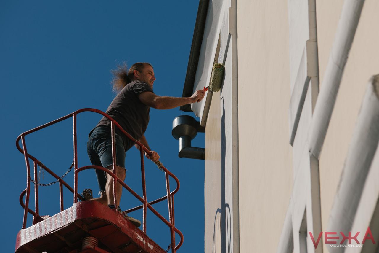 У Вінниці почали малювати перший мурал проекту «VIN ART CITY». ФОТО