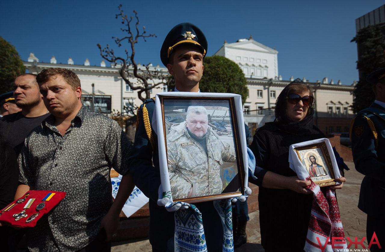 Волонтер, який став воїном: у Вінниці попрощалися із Валентином Белінським. ФОТО