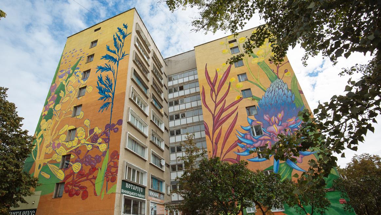 Три тижні й понад 100 літрів фарби: у Вінниці домалювали мурал «Фантастичний гербарій». ФОТО