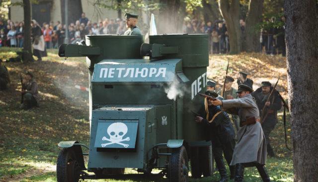 """Українське військо звільнило Бершадь від росіян: як відбулася реконструкція бою армії УНР проти """"білих"""""""