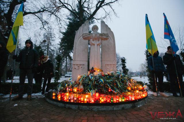 """""""Катастрофа, яка могла знищити націю"""": у Вінниці вшанували пам'ять жертв Голодомору. ФОТОРЕПОРТАЖ"""