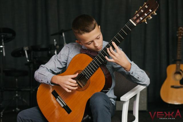 20 000 на гітари, мікрофон і піаніно: у Вінниці нагородили музично обдарованих дітей. ФОТО