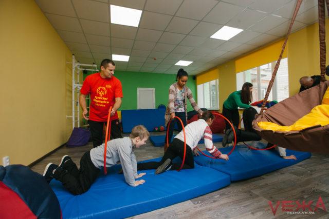 """""""Чужих дітей не буває"""": у Вінниці працює інклюзивний центр для підлітків. ФОТОРЕПОРТАЖ"""