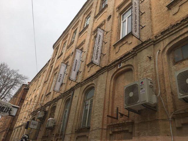 У Вінниці підприємця оштрафували за рекламні вивіски без дозволів